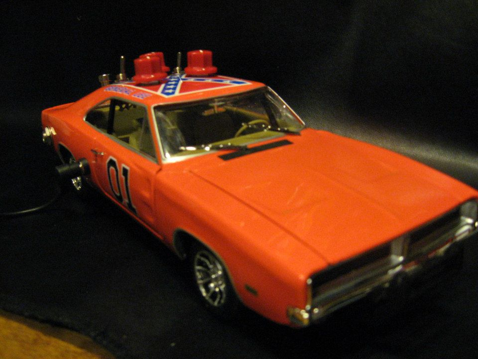 1:18 scale Dukes Of Hazzard General Lee '69 Charger with 3 voicing overdrive boost and bass boost.