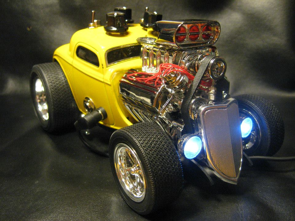 1-18 scale '33 Ford Coupe diecast car with a killer Overdrive/boost guitar effect pedal built into it. All hand wired on Printed circuit board using all premium components. This build also utilizes a RC4558P chip for great performance. Also demonstrating the True Bypass Effect Loop pedal which will come included with the Car/Pedal.
