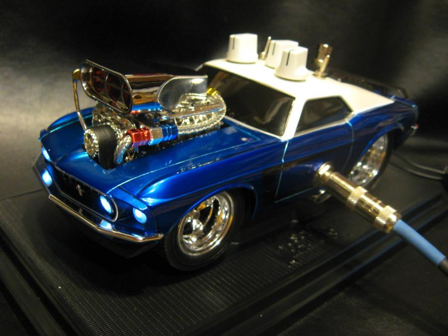 1:18 Scale 1969 Mustang with our very versatile guitar Overdrive/Boost built into it. Features a 3-way voicing switch and bass boost switch.
